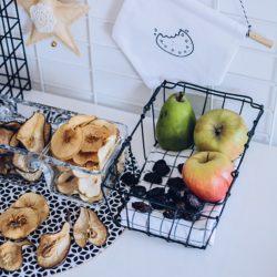 Zdrowa przekąska dla dzieci – domowe chipsy z owoców