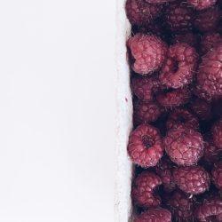#zdrowe gotowanie – maliny w roli głównej i babeczki z kaszy jaglanej